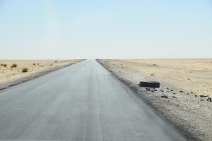 Mauretaniens största väg. I norr är landskapet väldigt monotont