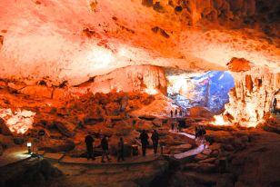 Grotta vietnam2