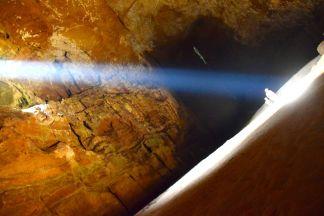 H och J i grottan