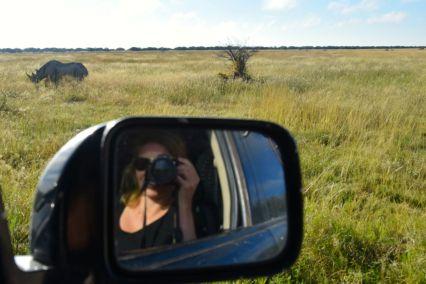 Ida fotograferar noshörning