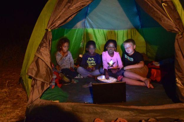 barnen i tältet, film och popcorn