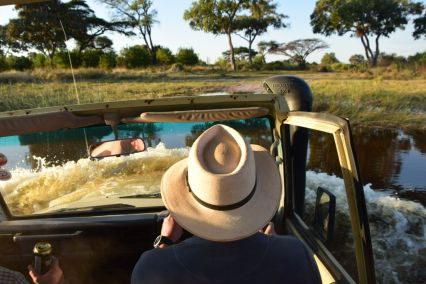 Craig kör genom vatten