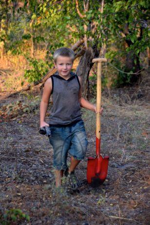 Harald gräver komposthål