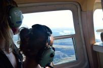 I och T i helikoptern