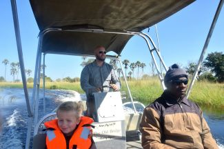 Jörgen kör båten