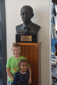 Barnen lär sig om Mandela